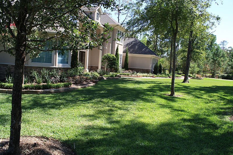 full-landscape-installation-new-construction-landscaper-company-best-the-woodlands-lawn-maintenance-lawn-care-mow-fertilization-stone-border-beds-traditional-aggie-spring-conroe-houston-cypress-magnolia.jpg