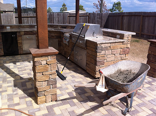 outdoor-kitchen-cultured-stone-columns-pavers-pavestone-the-woodlands-houston-conroe-spring-landscape-construction-design-build-montgomery-cypress-best-granite-bbq-bar-coronado-designer-architect-pergola-arbor-covered.jpg