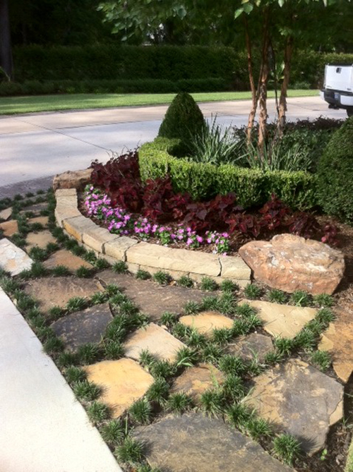 flagstone-mondo-landsacpe-design-the-woodlands-spring-cypress-custom-stone-border.jpg