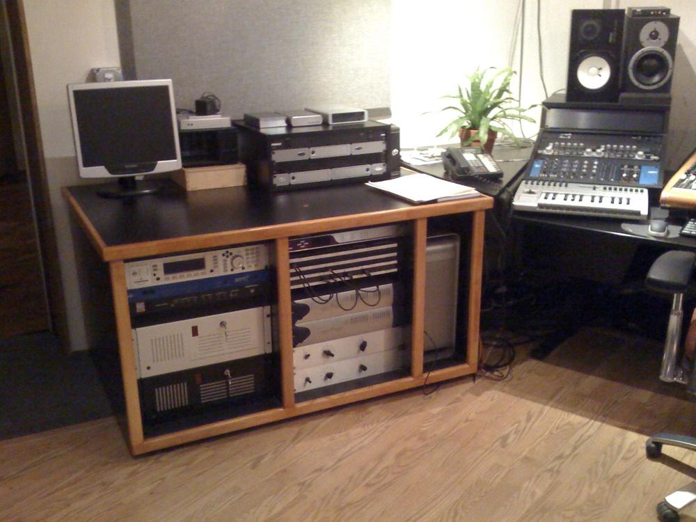 Maple Trimmed Rolling Rack: Tonefarmer