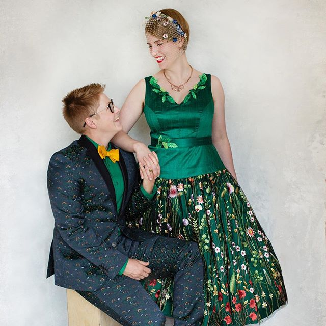 Seeing the wonderful posts by @shaunadaniellephoto inspired us to share too!  These two were so much fun to work with, and this green dress was a delight 💚 Photos: @amy.paine