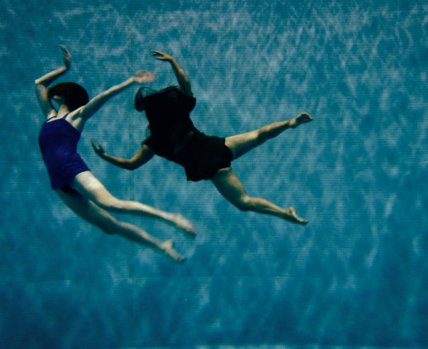 synchronized swimmers underwater photography