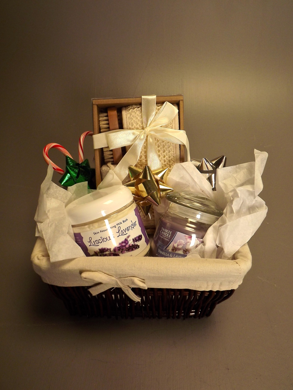 Basket includes: Luffa/brush/scrubber set, Yankee Candle and Milk bath