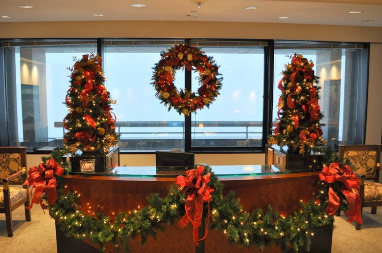 Atlanta Christmas Decorations, Trees, Wreaths, Holidays  ~ 133353_Christmas Decorations For Office Reception Area