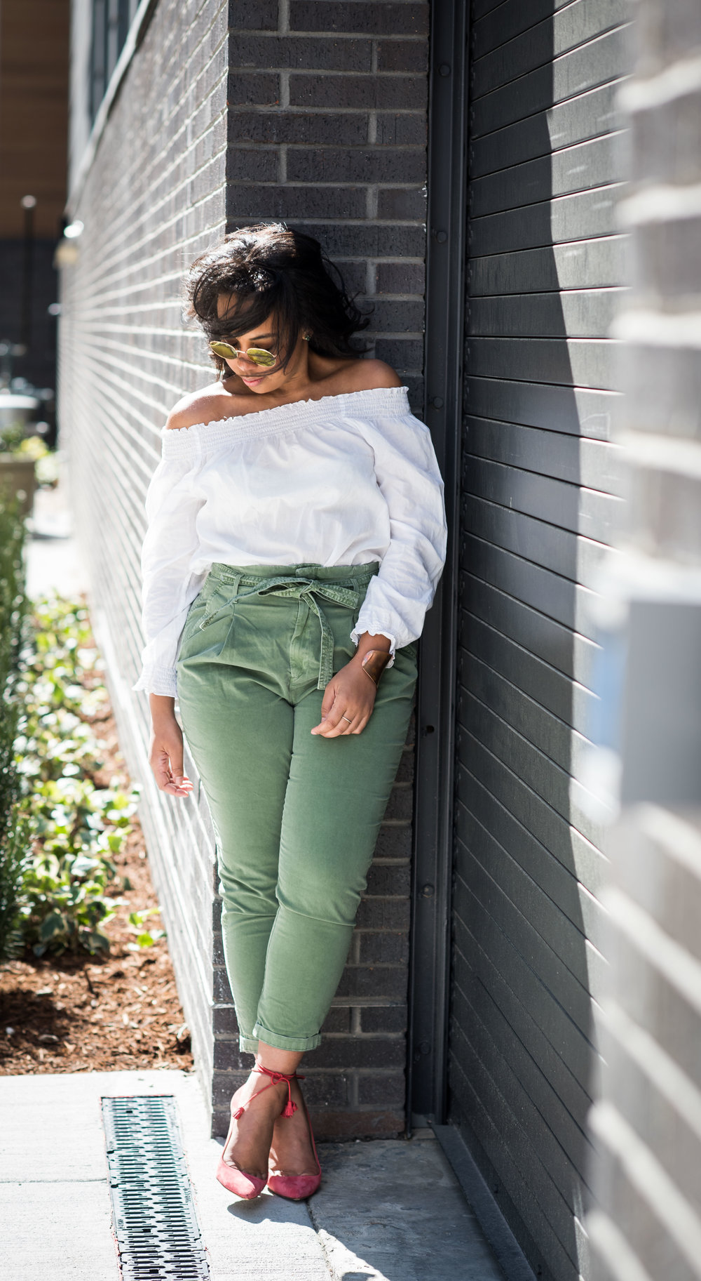 gap-paper-bag-waist-chinos-off-the-shoulder-blouse-jcrew-tassle-pumps-round-sunglasses-urban-outfitters-spring-fashion-2.JPG