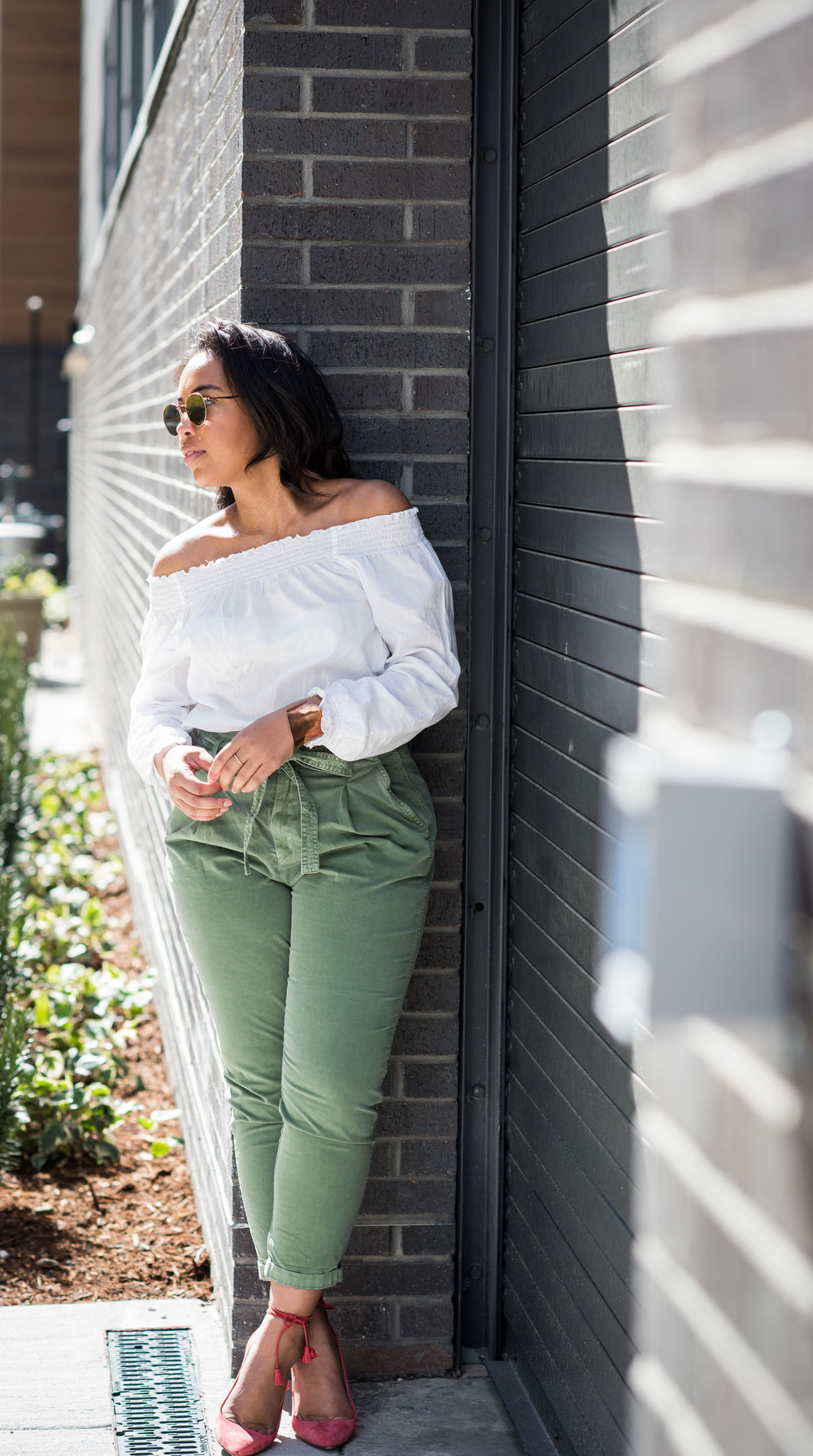 gap-paper-bag-waist-chinos-off-the-shoulder-blouse-jcrew-tassle-pumps-round-sunglasses-urban-outfitters-spring-fashion-3.JPG