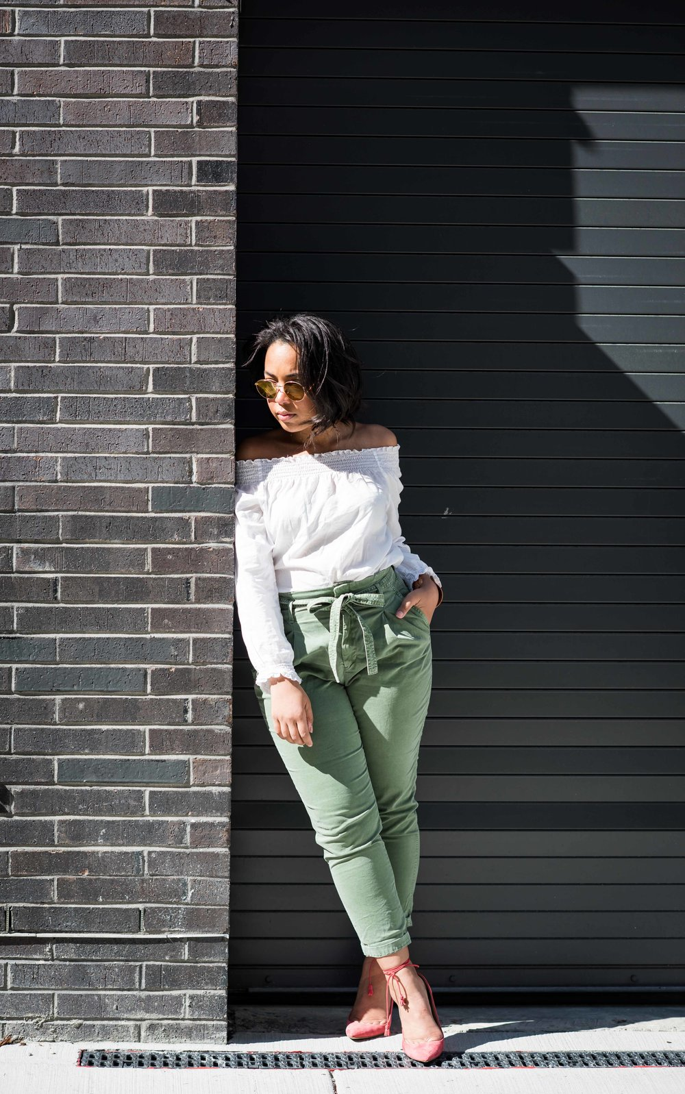 gap-paper-bag-waist-chinos-off-the-shoulder-blouse-jcrew-tassle-pumps-round-sunglasses-urban-outfitters-spring-fashion-5.JPG