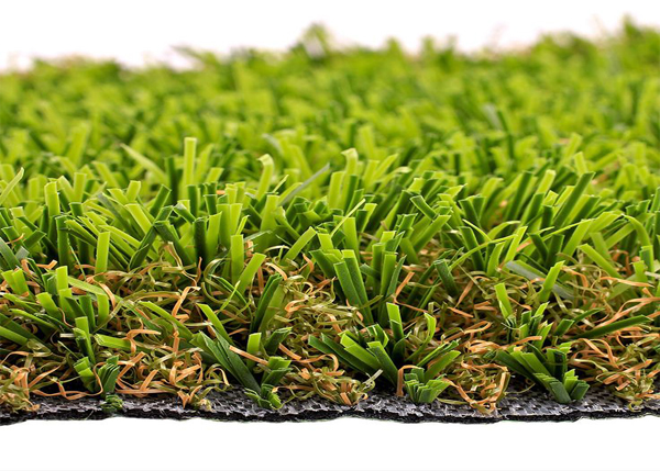 SYNLawn has a dense layer of kinked polypropylene monofilament that forms a thick thatch layer to support the blades and keeps them standing erect.