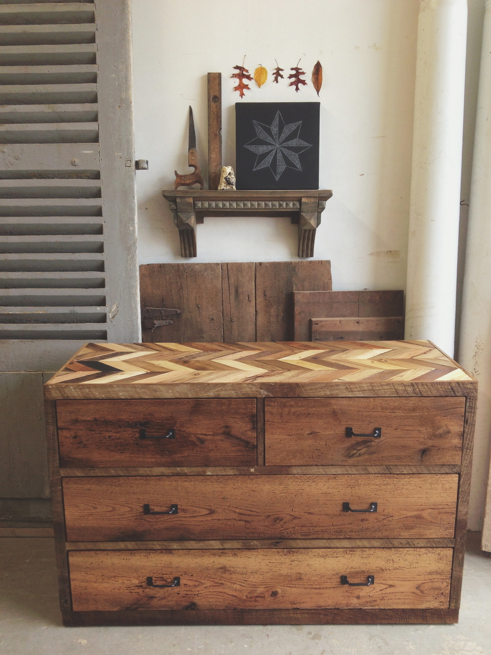 4 drawer arrowhead dresser