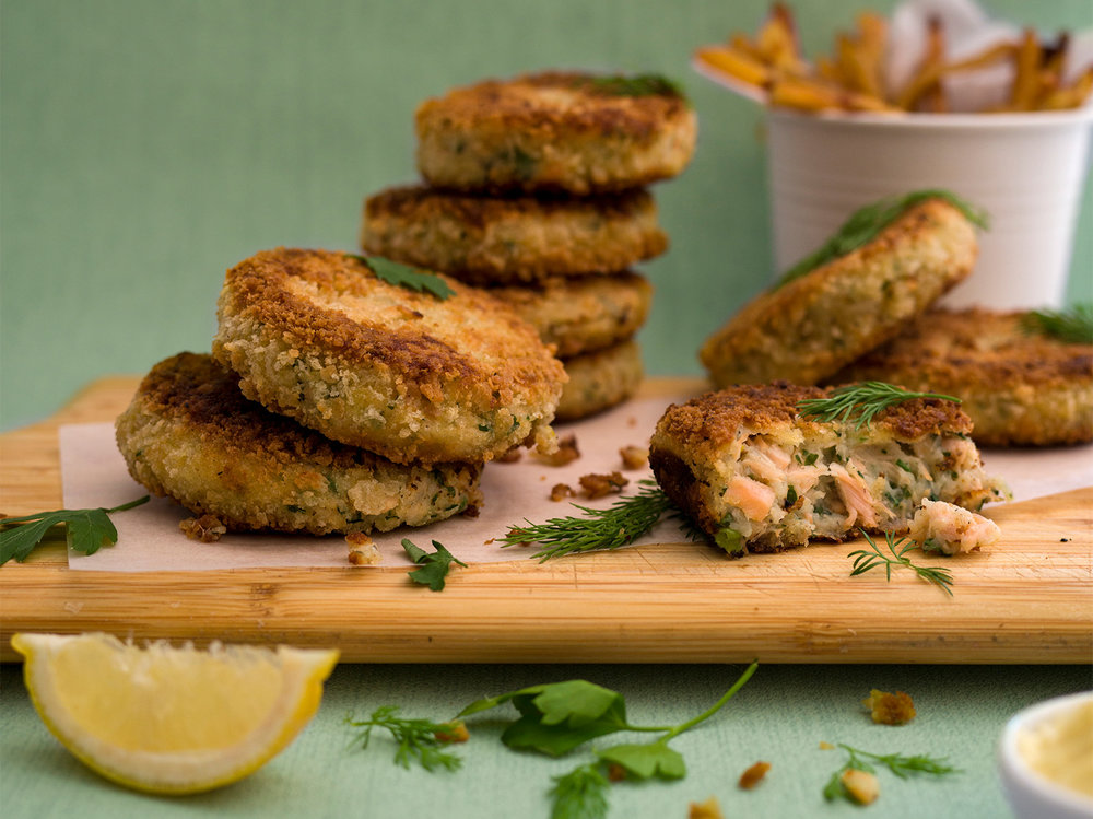 salmon & parsley fishcakes, with a lemon mayonnaise & homemade chips