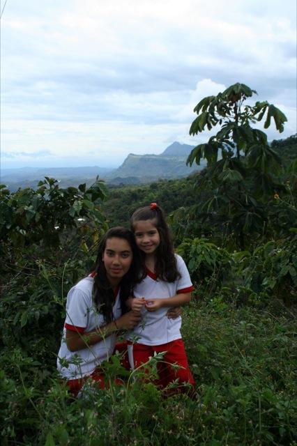 Sara y Maria.jpg