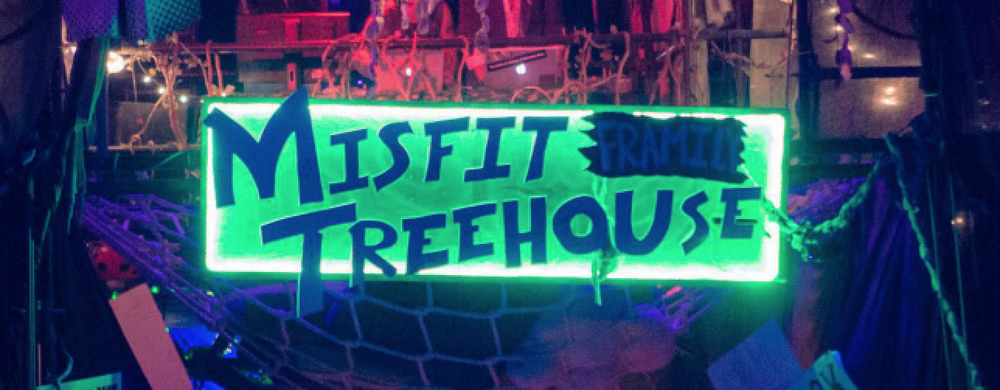 Treehouse Misfit Sign1.png