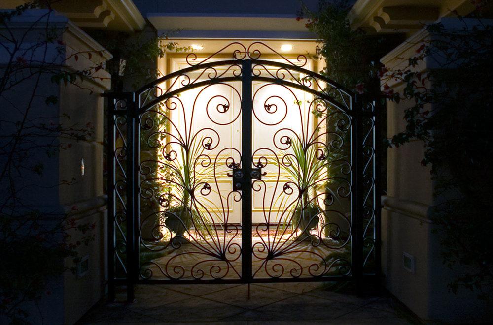gate_exterior_01.jpg
