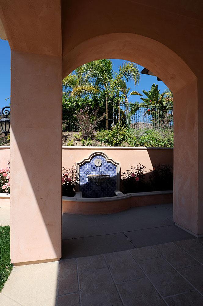 Hadd_Ext16_backyd-arch-fountain.jpg