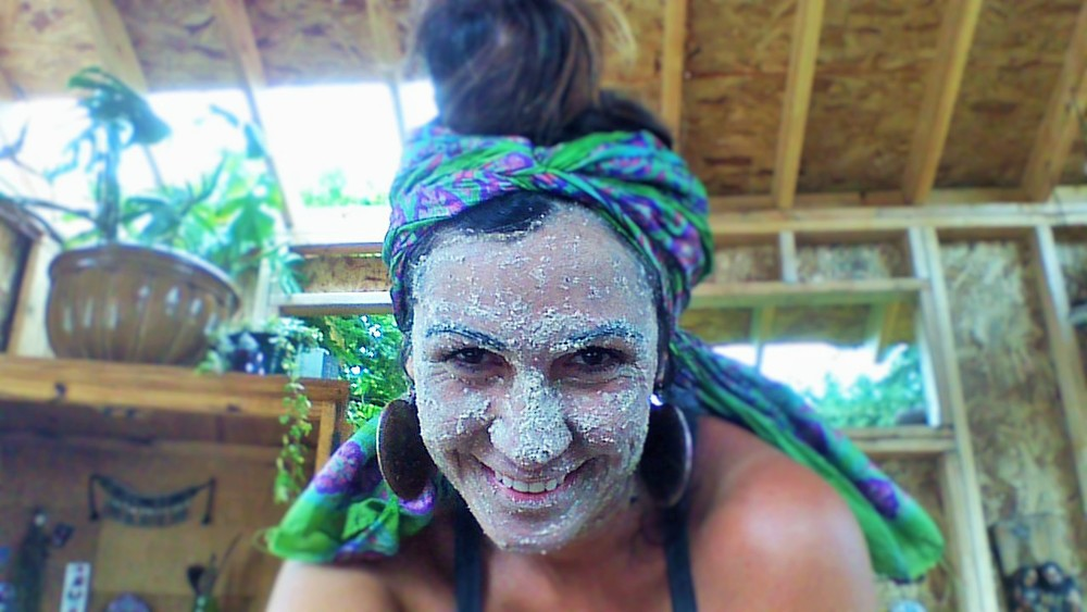 Organic oats, clay, and few herbs Facial Cleanser