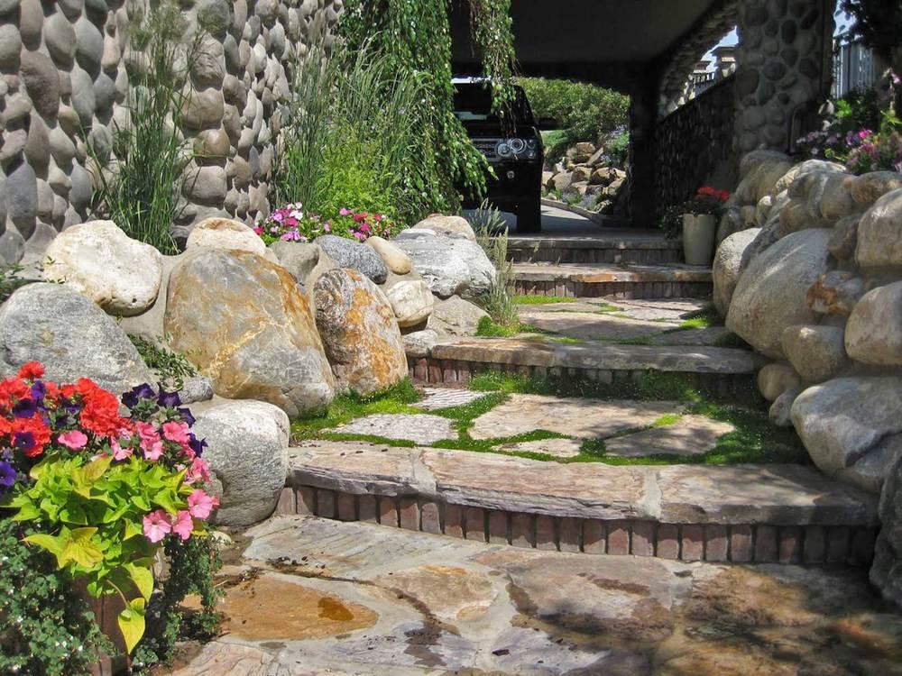 ddla design_rosedale-residence-1_18_side-walk-&-steps.jpg