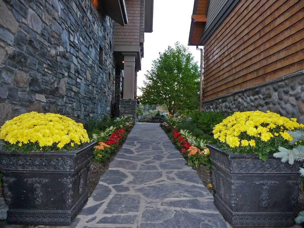 rosedale-2_side-walkway.jpg