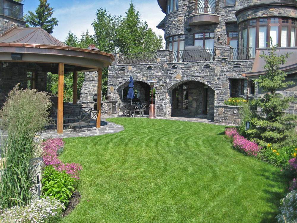 rosedale_lawn-&-house-view.jpg