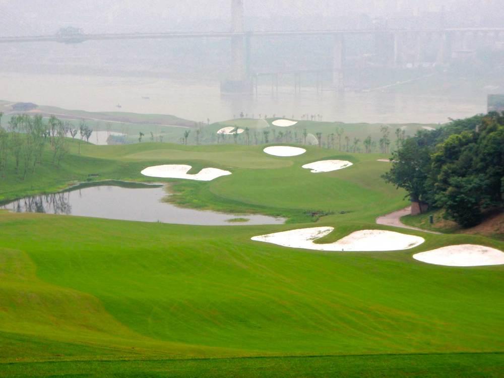 chongqing-riverview_golf-coruse-hole-10.jpg