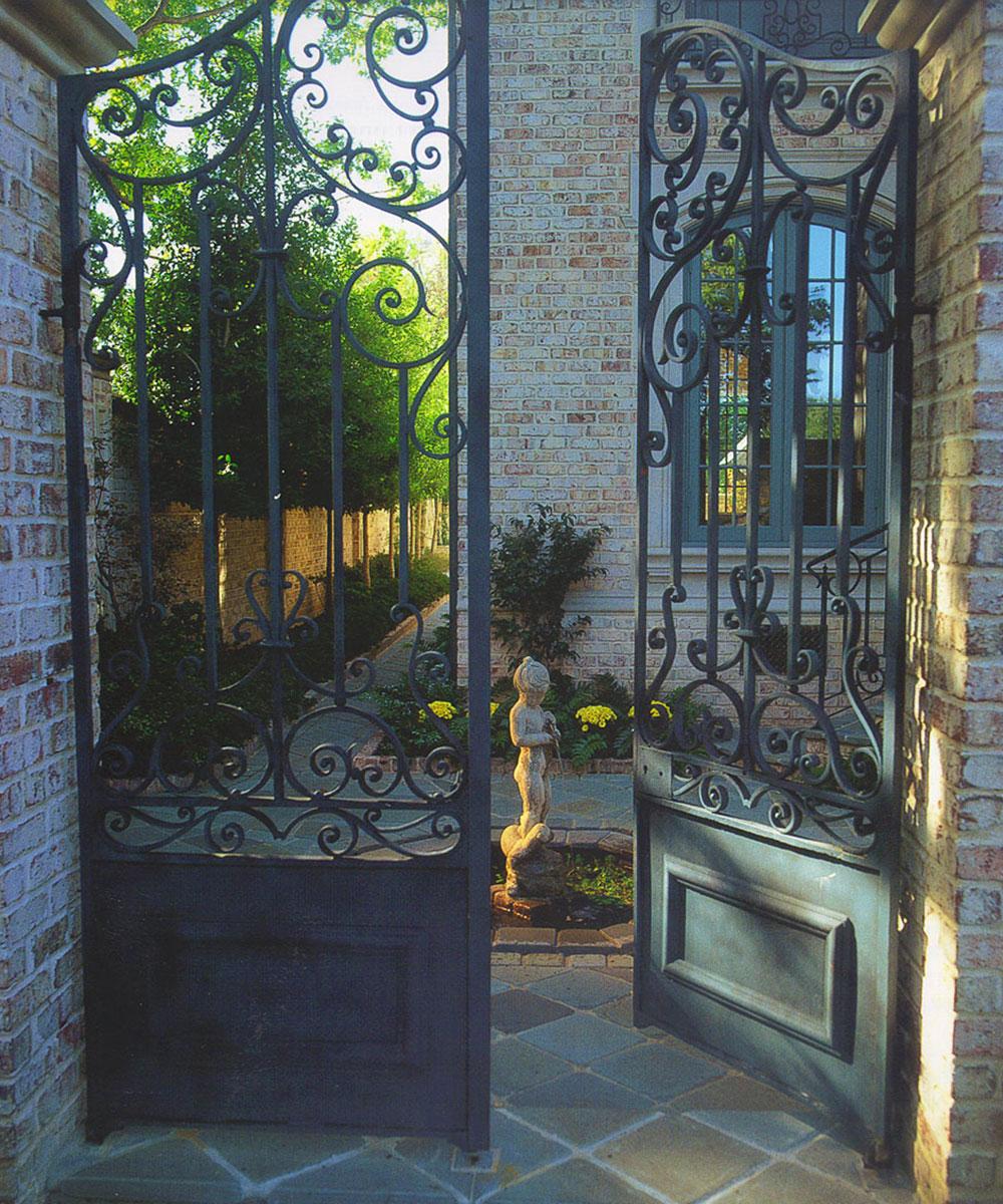 highland-park-residence-courtyard-gates.jpg
