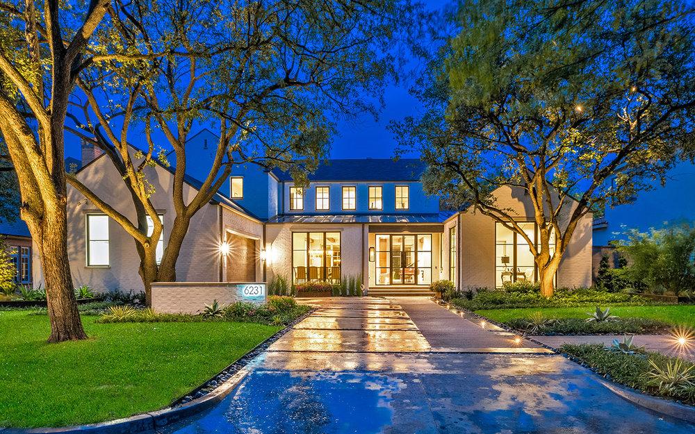 ddla-design-pemberton-modern-front-entry-driveway-evening2.jpg