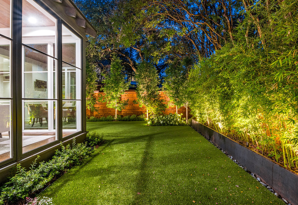 ddla-design-pemberton-modern-rear-lawn-evening.jpg