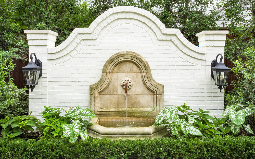 ddla-design-windsor-pool-wall-fountain-front.jpg