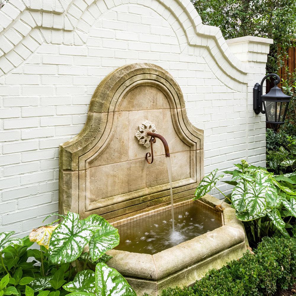 ddla-design-windsor-wall-fountain-detail.jpg