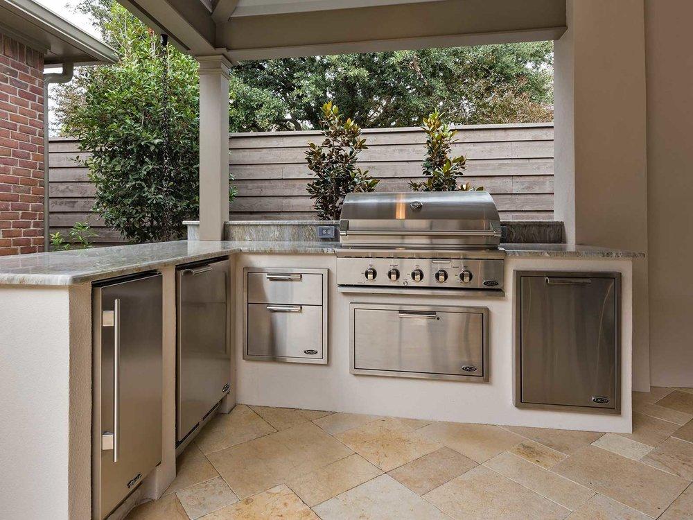 ddla-bent-tree-outdoor-kitchen.jpg