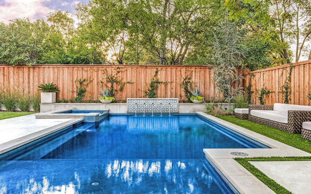 lakewood-rear-modern-pool-spa-fountain.jpg