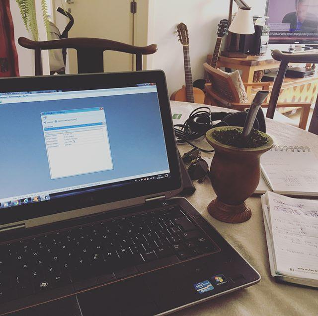 Exportando a documentação do EP!! #agoravai #pénosamba #nocarnaval  #musicbusiness  #homework  #andrépitta
