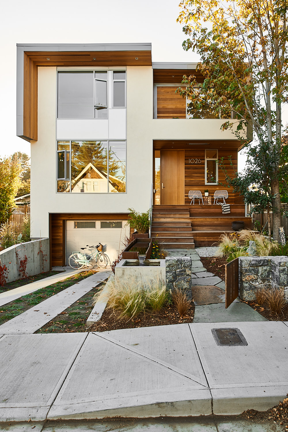 Front View of New Modern House designed and built for an interior urban lot on Clare Street in Victoria BC by MDRN Built