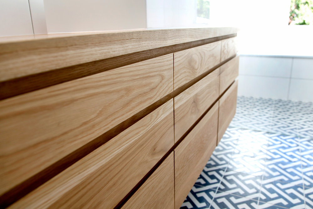 Soft close drawers with fingerpulls
