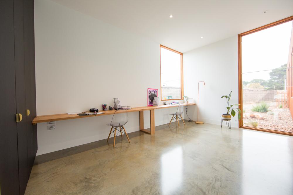 inbuilt desk