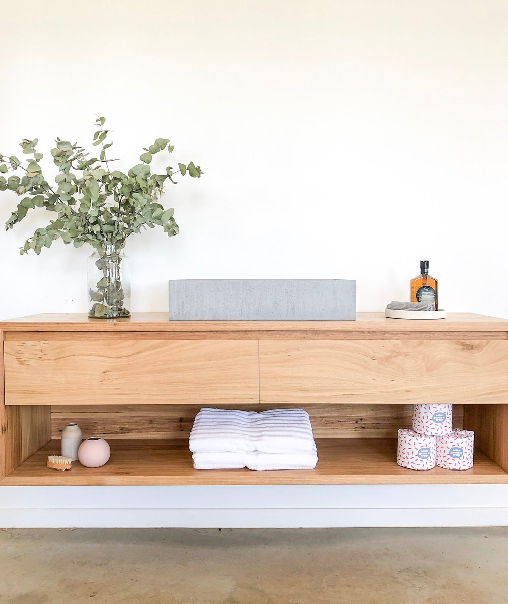 floating+timber+vanity+with+shelf
