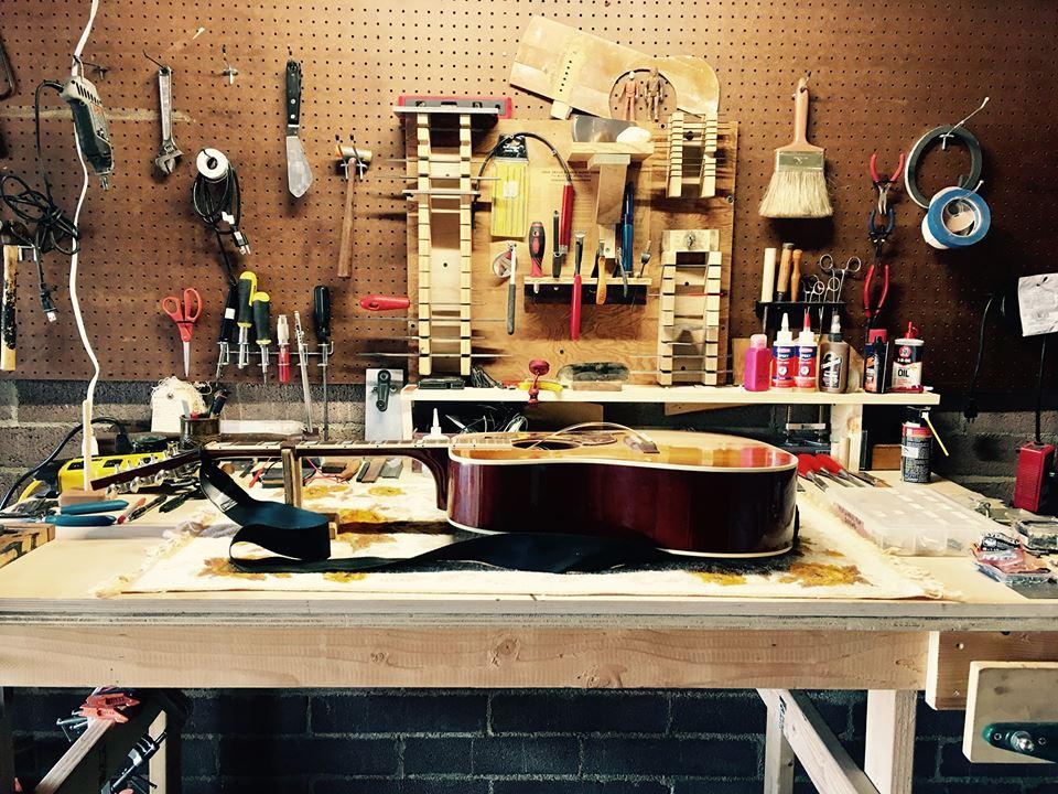 2003 Gibson Hummingbird