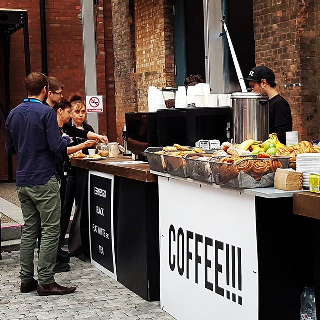 🌪 The calm before the storm ⛈ 500 guests for speciality coffee, pastries, juice and fruit served in a short window 🥐☕🍌🍊🍏 With @kerbfood @ticketmaster #noproblem #eventcatering #eventprofsuk #events #baristalife #summit