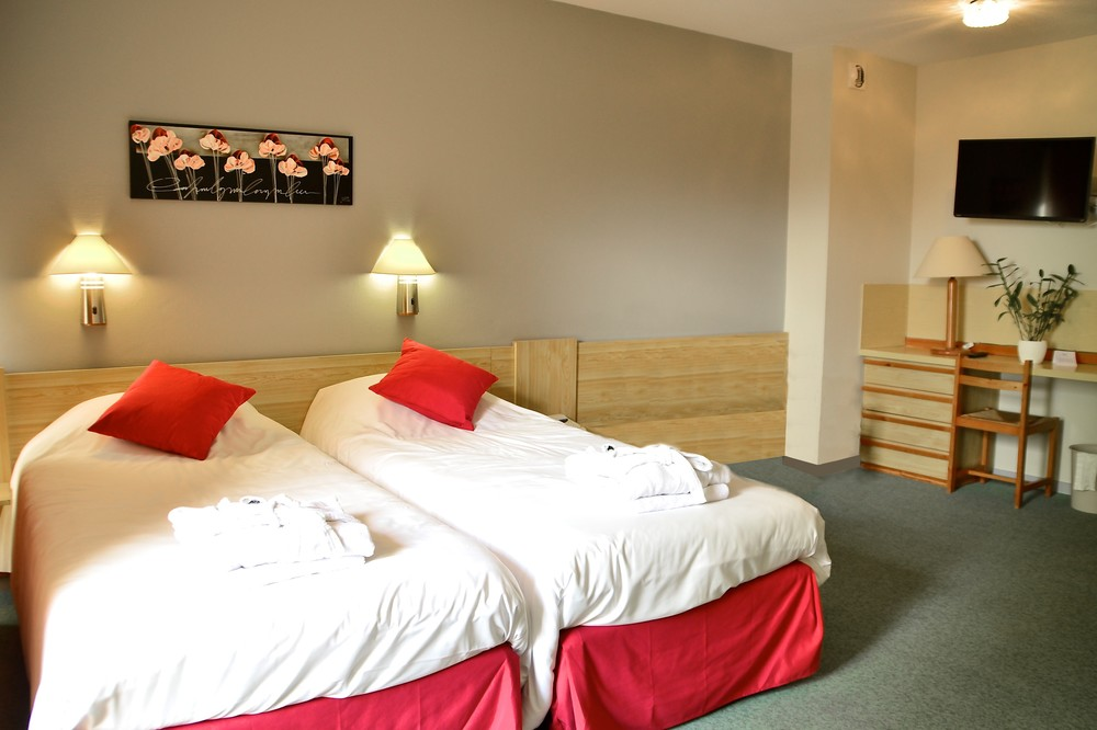 Dax Hotel - T1 Chambre 5 retouchée.jpg