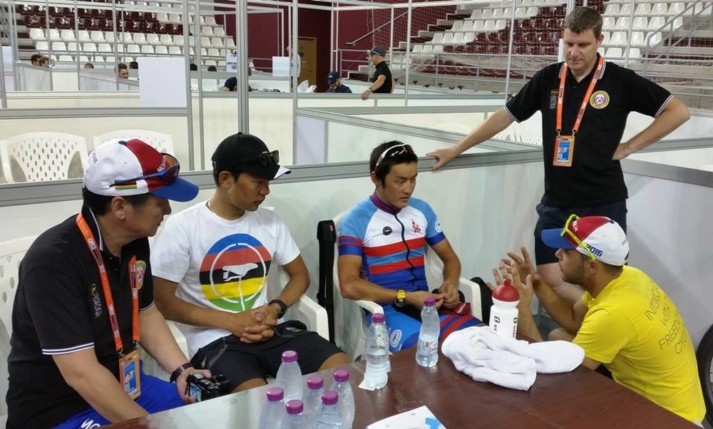 Instructing Miga before the start of the Elite race, with the rest of the Delegation arrived for the main event.