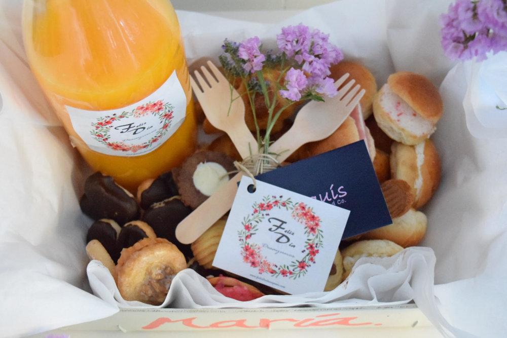 Feliz día desayunos personaliza sus pedidos para que la novia lo reciba a su nombre. FOTO:   Feliz día desayun    os  .