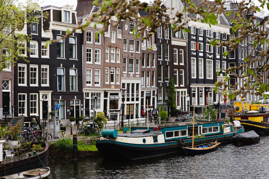 amsterdam-boat-on-canal.jpg