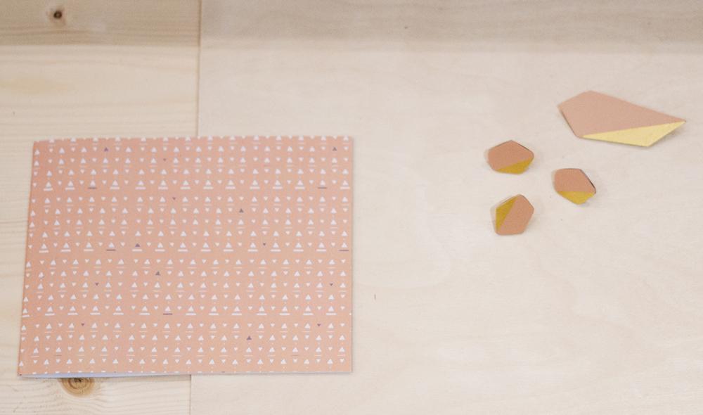 houten broches en notitieboekje van Jacqueline & Compote