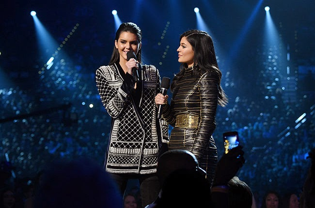 BILLBOARD MUSIC AWARDS KENDALL JENNER KYLIE JENNER WEARING BALMAIN KANYE