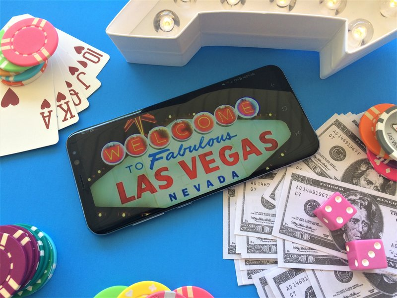 samsung-studio-pop-up-las-vegas-galaxy- 8-phone-flat-lay-blogger-lifestyle