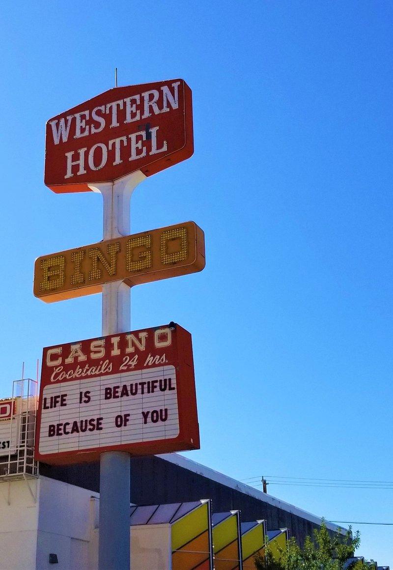 downtown-las-vegas-samsung-galaxy-western-hotel-fremont-street-vintage-neon-sign