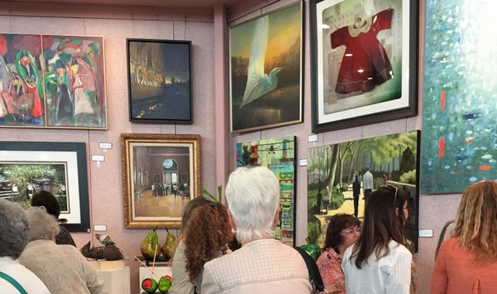 Crowds browsing the art.  Photo courtesy of Art Festival Beth-El Facebook Event: https://www.facebook.com/artfestivalbethel/