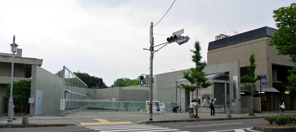 Street 'facade'