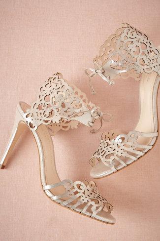 escolher o par de sapatinhos mais bonitos do mundo. Mas sempre confortáveis e amigos da coluna.