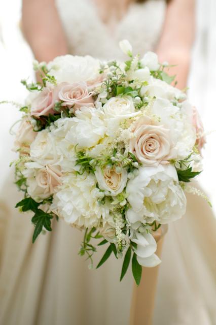 um bouquet lindo ! à vossa medida, com flores cheirosas e no tamanho certo. O seu bouquet só seu mesmo.