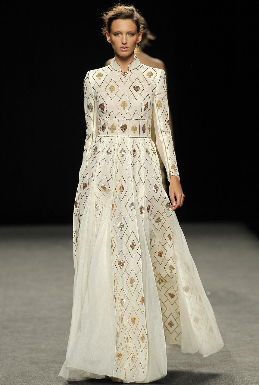 teresa-helbig-vestido-largo-madrid-fashion-week-septiembre-2017-blog-de-bodas.jpg